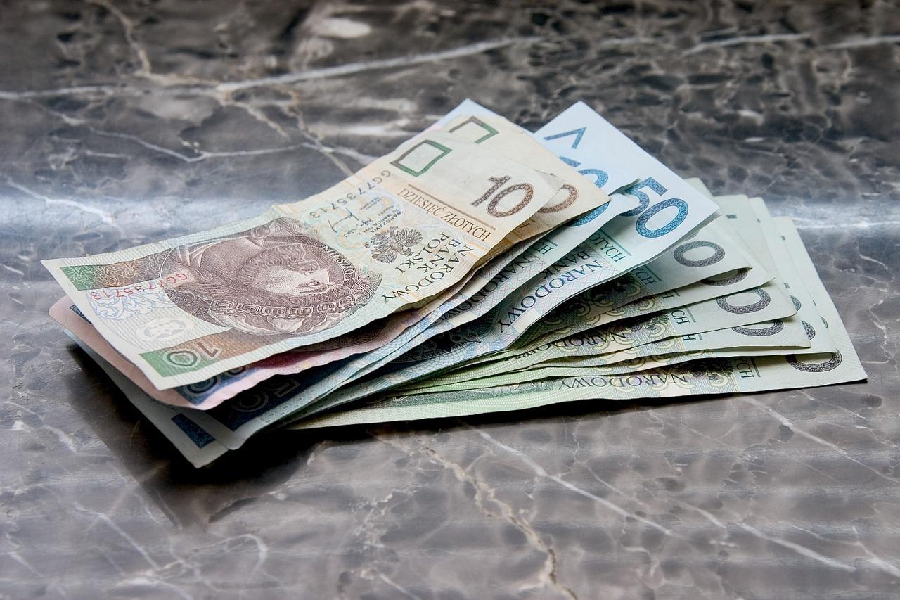 money-661584_1280 oprocentowanie pożyczek Koszty pozaodsetkowe Firmy pożyczkowe