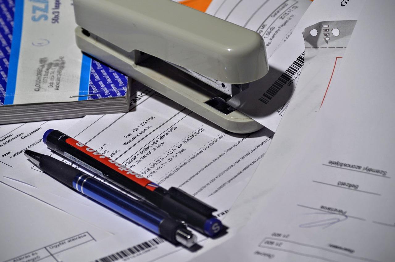 stapler-1016310_1280 Wezwanie do zapłaty Niezapłacone faktury